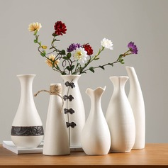 Simple modern ceramic vase, home decoration