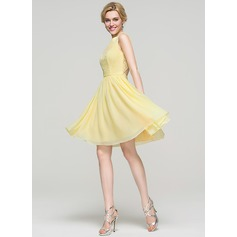 A-Line/Princess Scoop Neck Knee-Length Chiffon Homecoming Dress (022089914)