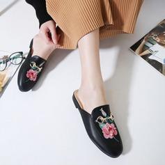 Kvinnor Konstläder Flat Heel Platta Skor / Fritidsskor Stängt Toe Slingbacks Tofflor med Andra skor