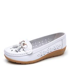 Vrouwen Kunstleer Low Heel Flats Closed Toe met Gesp Hol-out schoenen (086164458)