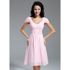 A-Line/Princess V-neck Knee-Length Chiffon Homecoming Dress With Ruffle Flower(s) Bow(s)