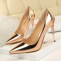 Vrouwen Patent Leather Stiletto Heel Pumps Closed Toe met Juwelen Hak schoenen