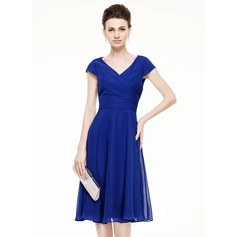 A-Line V-neck Knee-Length Chiffon Mother of the Bride Dress With Ruffle (008062536)