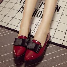 Frauen Lackleder Flascher Absatz Geschlossene Zehe mit Bowknot Schuhe
