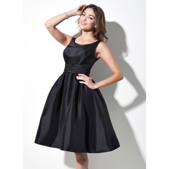 A-Line Scoop Neck Knee-Length Taffeta Bridesmaid Dress With Ruffle