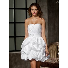 A-Line/Princess Sweetheart Short/Mini Taffeta Wedding Dress With Ruffle Beading Flower(s)
