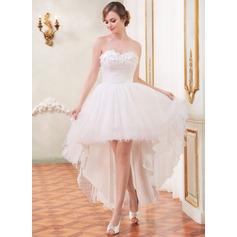 A-linjeformat Hjärtformad Asymmtrisk Tyll Bröllopsklänning med Rufsar Pärlbrodering Blomma (or)