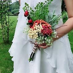 Mão-amarrado Bagas de simulação Buquês de noiva (Vendido em uma única peça) -