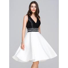Vestidos princesa/ Formato A Decote V Coquetel Cetim Vestido de boas vindas com Bordado