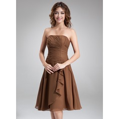A-linjainen/Prinsessa Olkaimeton Polvipituinen Sifonki Morsiusneitojen mekko jossa Helmikuvoinnit Laskeutuva röyhelö