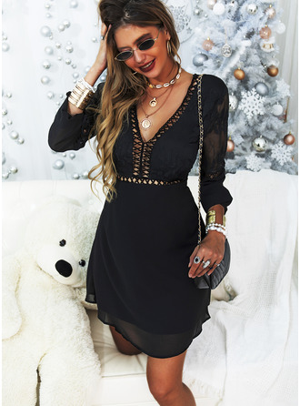Krajka Pevný Do tvaru A Dlouhé rukávy Nadýchané rukávy Mini Malé černé Party Sexy Skaterové Módní šaty