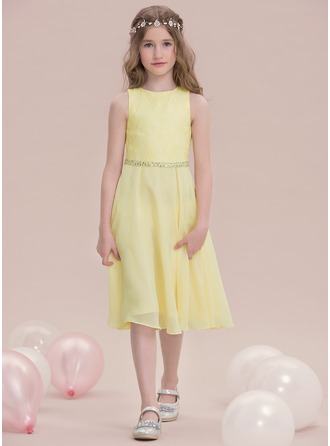 A-Line/Princess Scoop Neck Knee-Length Chiffon Junior Bridesmaid Dress With Beading Sequins