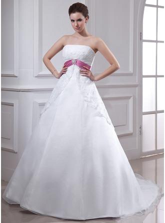 Corte imperial Estrapless Cola capilla Organdí Vestido de novia con Encaje Fajas Alfiler Flor Cristal