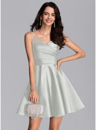 Corte A Escote en V Corto/Mini Satén Vestidos de baile de graduación con Volantes Bolsillos