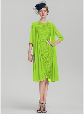 Etui-Linie U-Ausschnitt Knielang Charmeuse Spitze Kleid für die Brautmutter mit Perlstickerei Pailletten