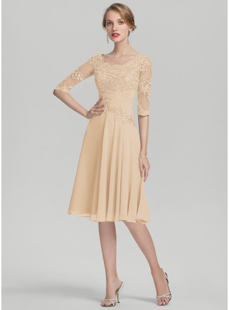A-Line Scoop Neck Knee-Length Chiffon Mother of the Bride Dress With Ruffle Appliques Lace