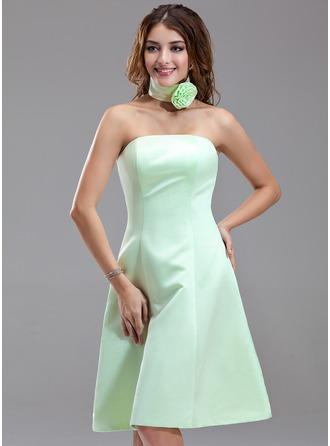 A-Line/Princess Strapless Knee-Length Satin Bridesmaid Dress