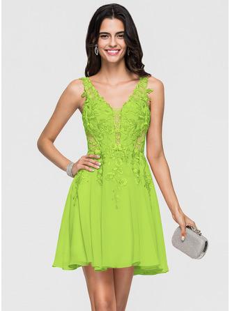 A-Line V-neck Short/Mini Chiffon Homecoming Dress With Lace Beading