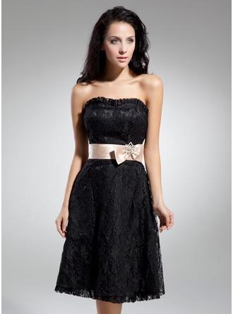 A-Line/Princess Sweetheart Knee-Length Lace Homecoming Dress With Sash Bow(s)