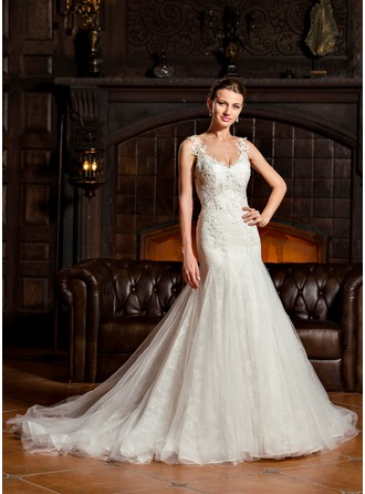 Trumpet/Mermaid V-neck Court Train Tulle Lace Wedding Dress
