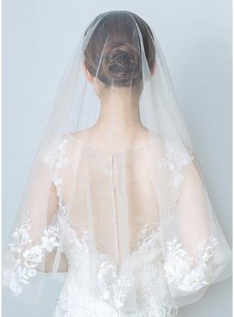 Duas camada Corte da borda Cotovelo véus nupciais com Aplicação