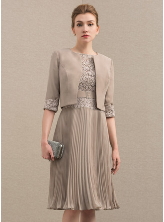 A-Line/Princess Scoop Neck Knee-Length Chiffon Lace Mother of the Bride Dress With Pleated