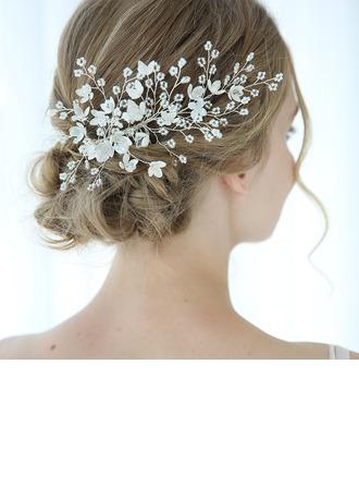 Kaunis Kristalli Kammataan ja baretti jossa Kristalli (Myyty yhtenä palana)