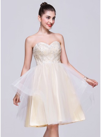 A-Line/Princess Sweetheart Knee-Length Tulle Homecoming Dress With Lace