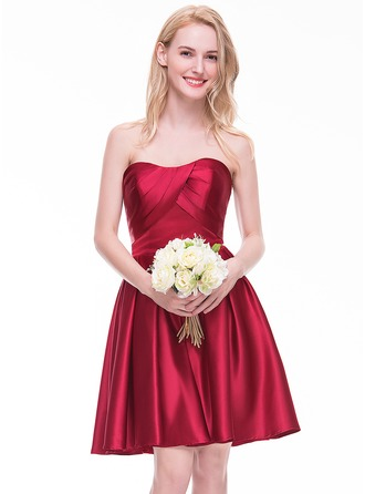 A-Line/Princess Sweetheart Knee-Length Satin Homecoming Dress With Ruffle