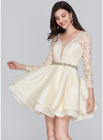 A-Line/Princess V-neck Short/Mini Taffeta Homecoming Dress With Beading