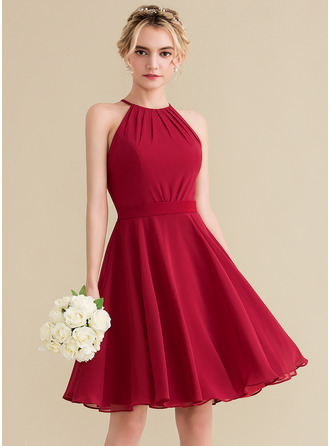 A-Line/Princess Scoop Neck Knee-Length Chiffon Homecoming Dress With Ruffle Bow(s)