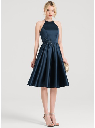 A-Line/Princess Scoop Neck Knee-Length Satin Cocktail Dress With Lace Beading