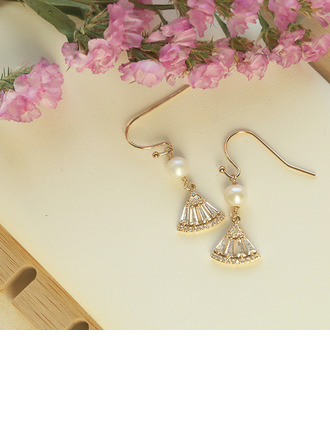 Ladies' Exotic Gold Plated/Brass With Round Pearl/Crystal Earrings For Bridesmaid/For Friends