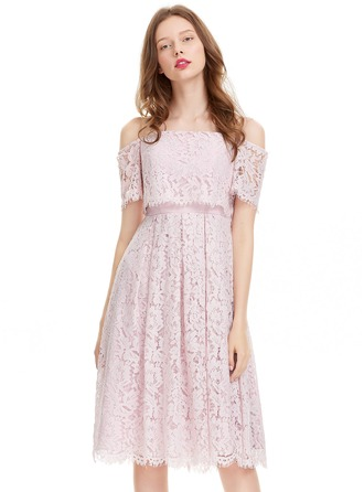 A-Line/Princess Off-the-Shoulder Knee-Length Lace Cocktail Dress