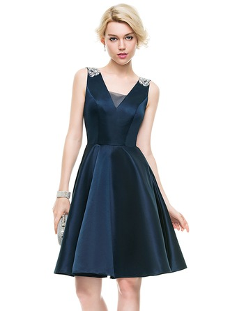 A-Line/Princess V-neck Knee-Length Satin Homecoming Dress With Beading Sequins