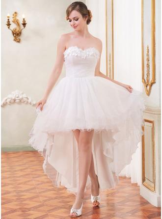 Трапеция/Принцесса В виде сердца Асимметричный Тюль Свадебные Платье с Рябь Бисер Цветы