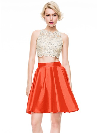 A-Line/Princess Scoop Neck Short/Mini Taffeta Homecoming Dress With Beading Sequins