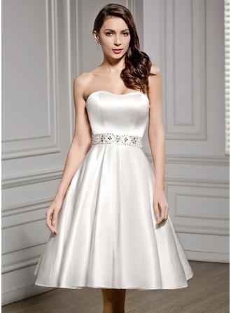 A-linjeformat Hjärtformad Knälång Satäng Bröllopsklänning med Pärlbrodering Paljetter