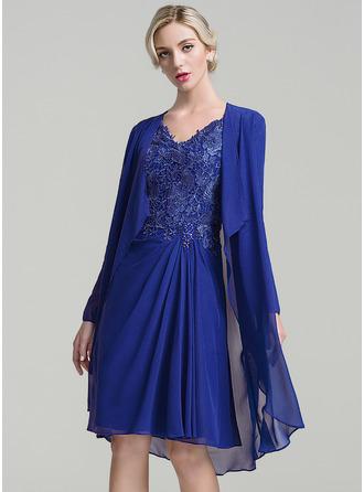 A-Linie/Princess-Linie V-Ausschnitt Knielang Chiffon Kleid für die Brautmutter mit Rüschen Perlstickerei