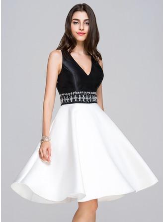 A-Line/Princess V-neck Knee-Length Satin Homecoming Dress With Beading