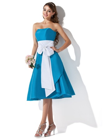 A-Line Sweetheart Knee-Length Taffeta Bridesmaid Dress With Sash Bow(s)
