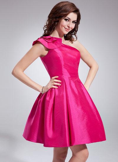Forme Princesse Encolure asymétrique Court/Mini Taffeta Robe de soirée étudiante avec Plissé