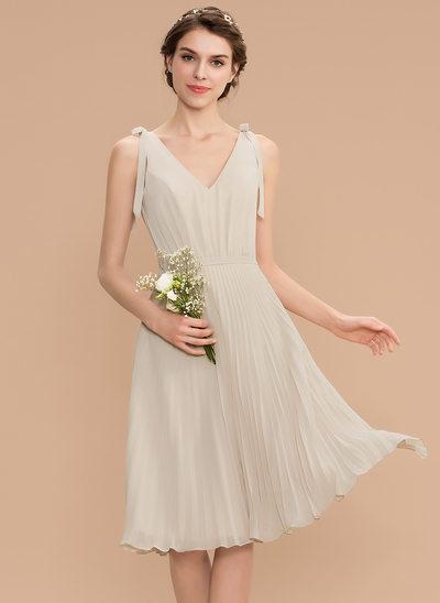 Corte A Decote V Coquetel Tecido de seda Vestido de madrinha com Curvado Plissada