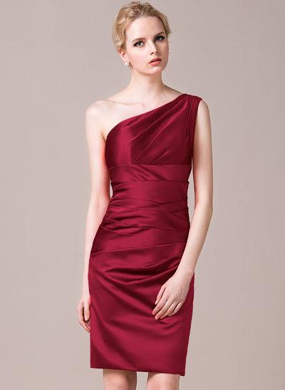 Sivu Yksiolkaiminen Polvipituinen Satiini Morsiusneitojen mekko jossa Rypytys