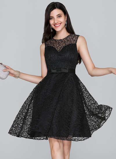 A-Line/Princess Scoop Neck Knee-Length Lace Homecoming Dress With Bow(s)