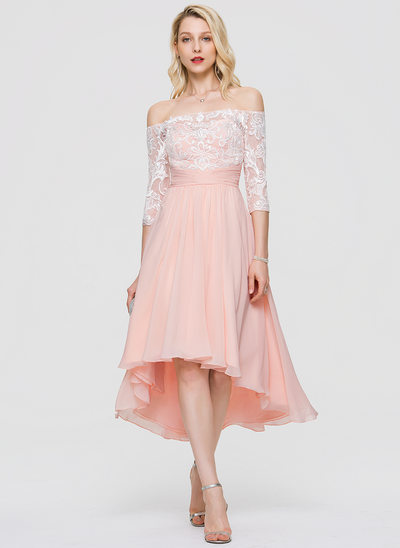 A-linje Off-shoulder Asymmetrisk Chiffon Homecoming Kjole med Flæsekanter pailletter