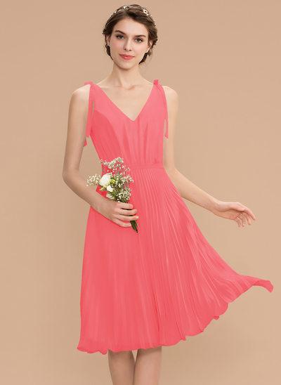 A-Line V-neck Knee-Length Chiffon Bridesmaid Dress With Bow(s) Pleated