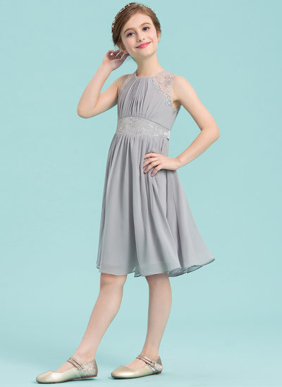 A-Line/Princess Scoop Neck Knee-Length Chiffon Junior Bridesmaid Dress With Appliques Lace