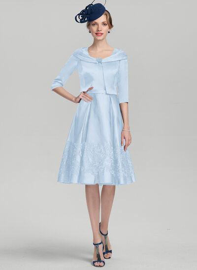 A-Linie Rechteckiger Ausschnitt Knielang Satin Kleid für die Brautmutter mit Applikationen Spitze