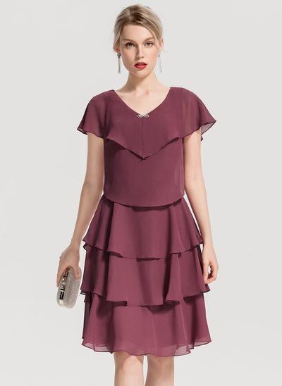 A-linjainen/Prinsessa V-kaula-aukko Polvipituinen Sifonki Cocktail-mekko jossa Helmikoristelu Laskeutuva röyhelö